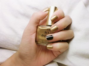 800px-Nails_for_the_holidays
